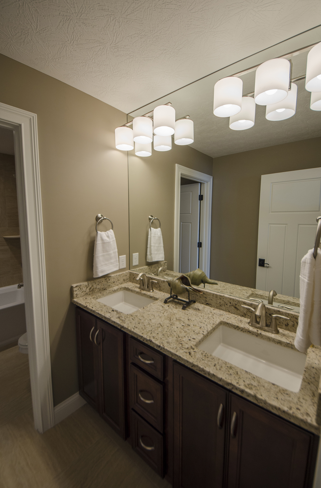 100 model home bathrooms model homes in northgrove for Model bathrooms pictures
